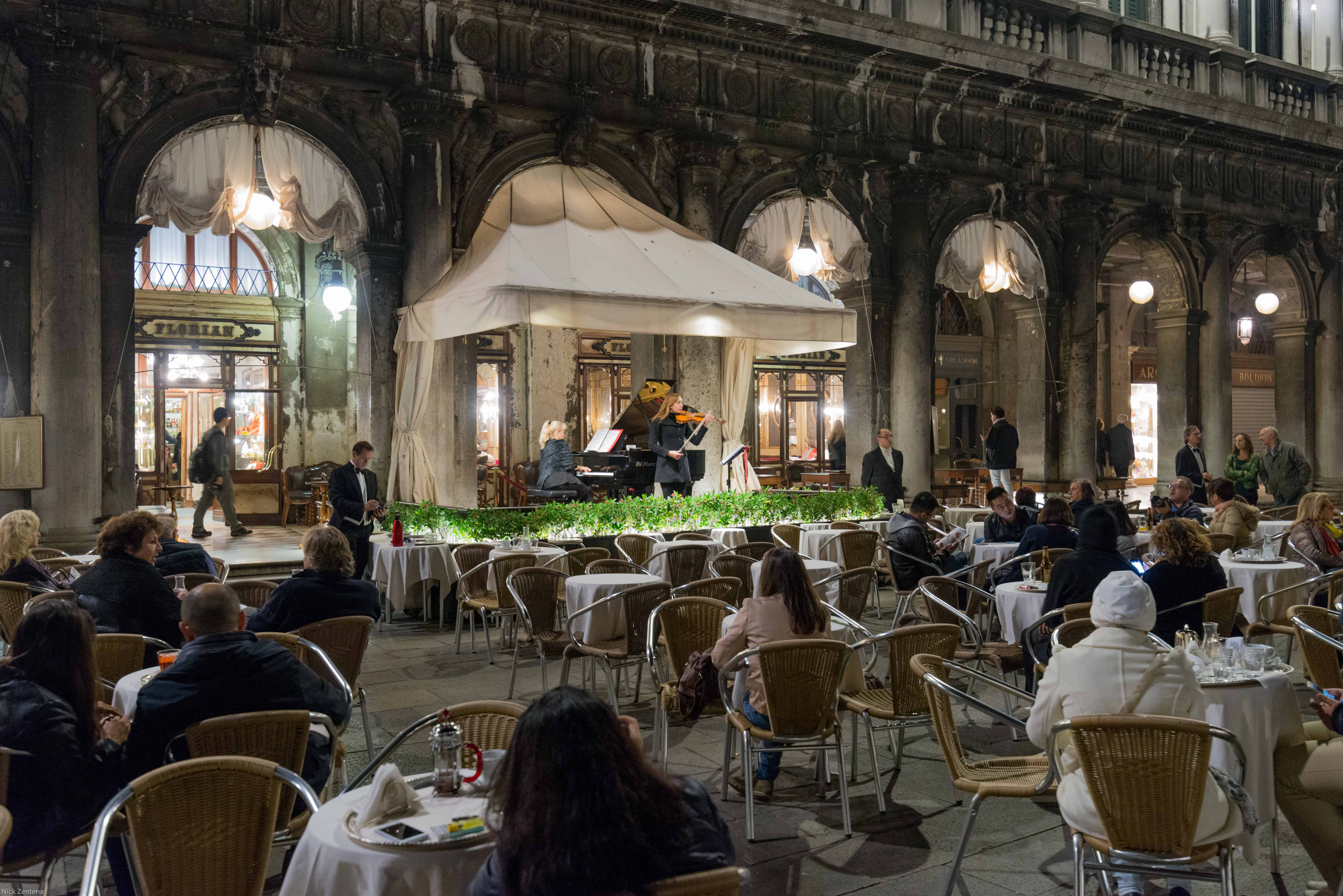 band playing in Piazza San Marco