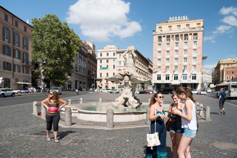 piazza barberini with it's tourists