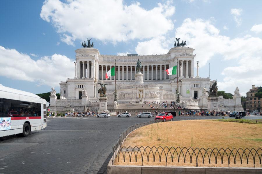 Altare della patria with no traffic blocking